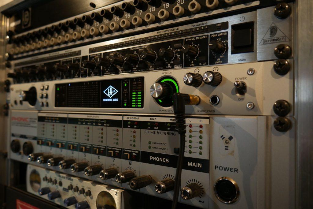 Rack Régie Studio Entre Temps Universal Audio Apollo Quad Charles MARTIN Tours