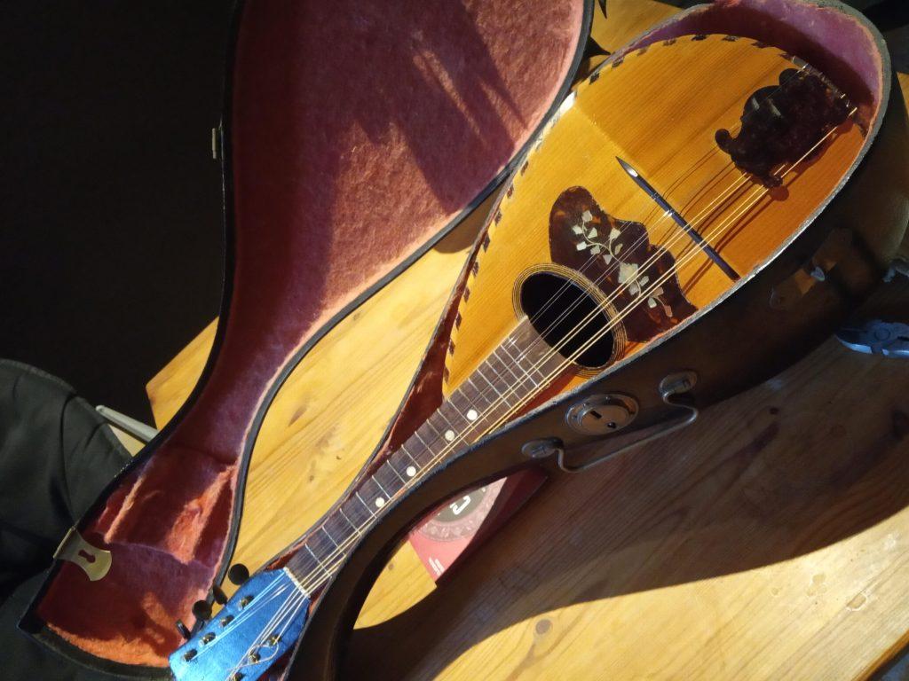 Studio Entre Temps Charles MARTIN Mandoline Instrument Rochecorbon